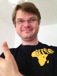 T-Shirt angekommen! You made my day! Hier die Aufzeichnung anschauen und helfen: http://internetmarketing-fruehschoppen.de/charity-und-netzwerken/?live