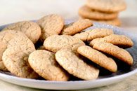Almond Macaroons - these look like the crisp Italian cookies we love minus sliced almonds on top. This recipe is worth trying.