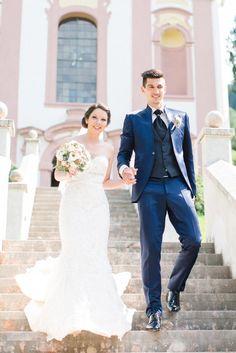 Die Hochzeit von Teresa & Marco in Innsbruck. Das Foto ist kurz nach der kirchlichen Trauung entstanden. Foto: Freude Lachen Liebe