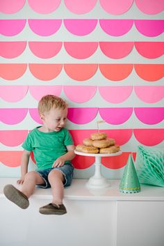 DIY Scalloped-Paper Party Backdrop