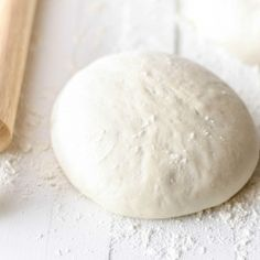 Vegan pizza dough recipe - only 5 ingredients and extremely easy! No more purchasing your cardboardy supermarket pizza bases.
