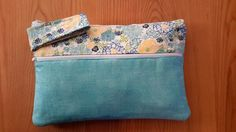 Last week I finally tackled sewing my first zipper. So this week I decided to take it to the next level and created my own pattern fo. Zipper Pouch Tutorial, Purse Tutorial, Tutorial Sewing, Bag Patterns To Sew, Sewing Patterns, Dress Patterns, Zipper Face, Pouch Pattern, Denim Bag