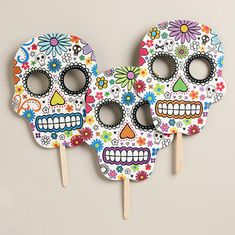 13 Festive Ideen for Dia de Los Muertos Day Of Dead, Day Of The Dead Mask, Day Of The Dead Party, Day Of The Dead Skull, Fall Halloween, Halloween Crafts, Halloween Decorations, Mexican Halloween, Halloween Halloween