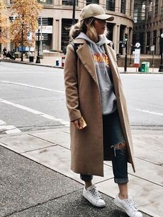 Camel Coat / street style fashion / fashion week Source by fromluxewithlove de moda Mode Outfits, Casual Outfits, Fashion Outfits, Womens Fashion, Fashion Trends, Cap Outfits For Women, Fashion Clothes, Jeans Fashion, Fashion Ideas