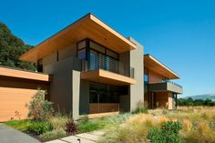 Sinbad Creek Residence in Sunol, California by Swatt Miers Architects via @HomeDSGN