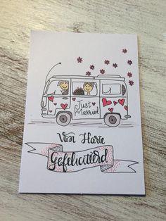 heel erg leuk om te maken als iemand gaat trouwen zeker een aanrader. heel leuk om het te geven om dat je het zelf hebt gemaakt. Doodle Lettering, Creative Lettering, Brush Lettering, Lettering Design, Cumpleaños Diy, Paper Trail, Cool Writing, Bullet Journal Inspo, Watercolor Cards