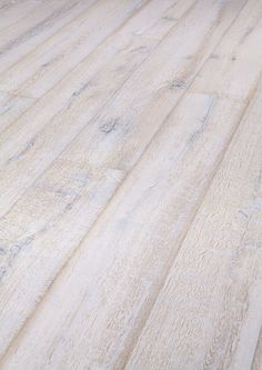 white wash houten vloer                                                                                                                                                                                 More