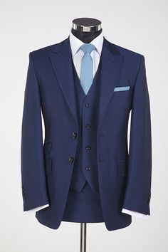 3 Piece Navy Suit - but with a burgundy tie?? and an Ivory shirt!