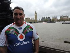 Mitchell Boko with a pukana representing the Vodafone Warriors in his 2014 heritage jersey in front of Big Ben, London Greater London, Four Square, Big Ben, Warriors, Christmas Sweaters, Around The Worlds, Fashion, Moda, Christmas Jumper Dress