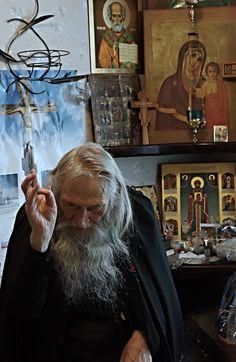 . Catholic Art, Catholic Saints, Houses Of The Holy, Jesus Christ Images, Sign Of The Cross, Gothic Aesthetic, Byzantine Icons, Orthodox Christianity, The Monks