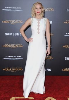 Jennifer Lawrence à la première du film The Hunger Games: Mockingjay - Part 2 à Los Angeles http://www.vogue.fr/mode/inspirations/diaporama/les-looks-de-la-semaine-novembre-2015/23782#jennifer-lawrence-la-premire-du-film-the-hunger-games-mockingjay-part-2-los-angeles