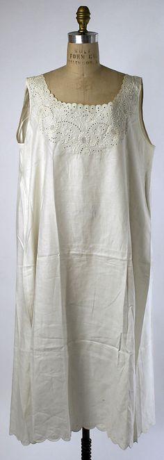 1910s, America or Europe - Linen chemise