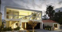 A casa Hewlett foi projetada por MPR Design Group como modelo de casa da família moderna para acomodar um casal e seus três filhos, em Sydne...