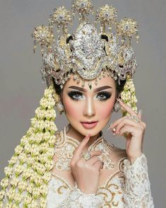 headdresses traditional indonesian brilionet 2017 Indonesian Traditional Headdresses 2017 You can find indonesian wedding and more on our website Funny Bridal Shower Gifts, Bridal Shower Rustic, Wedding Hijab, Wedding Poses, Bridal Hijab, Wedding Ideas, Wedding Dresses, Bridal Headdress, Bridal Headpieces