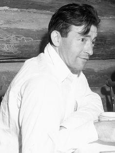 Claude Rains on the set of The Invisible Man, 1933 Hollywood Actor, Hollywood Stars, Classic Hollywood, Old Hollywood, Classic Actresses, Classic Movies, Actors & Actresses, Claude Rains, Invisible Man