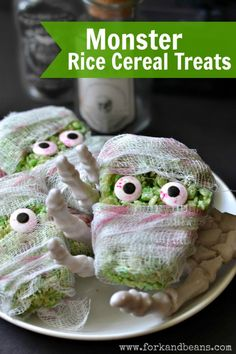 """""""These Monster Rice Cereal Treats will add a festive fright to your next Halloween bash! Scary Halloween Food, Dessert Halloween, Diy Halloween Treats, Spooky Treats, Halloween Party Themes, Healthy Halloween, Holiday Treats, Halloween Meals, Holiday Recipes"""