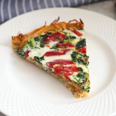 Quiche Recipes Discover Sweet Potato Crust Quiche Who needs a pastry crust when you can have a delicious sweet potato crust? This Spinach Quiche made in a sweet potato crust is a healthy yet DELICIOUS way to serve up brunch! Vegetarian Quiche, Vegetarian Recipes, Cooking Recipes, Healthy Recipes, Quiche Sin Gluten, Spinach Quiche Recipes, Sweet Potato Toast, Pan Dulce, Eat Smarter