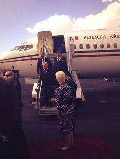 Llegada de #ShimonPeres y el recibimiento por parte de la Embajadora de Israel en México Rodica Radian Gordon.