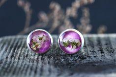 Cercei din flori naturale in rasina creati manual Gemstone Rings, Stud Earrings, Gemstones, Studs, Jewelry, Jewlery, Gems, Jewerly, Stud Earring