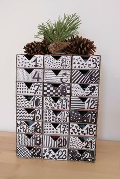 DIY ADVENT CALENDAR USING MATCHBOXES - packmahome - Make a simple and beautiful advent calendar using matchboxes. DIY a stylish advent calendar and count the days until Christmas!