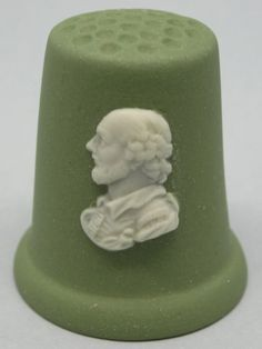 Shakespeare. Wedgwood Thimble. Sage Jasperware and white relief. Thimble-Dedal-Fingerhut.