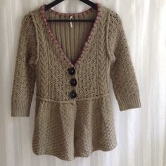 FREE PEOPLE Olive Green Woven Cardigan Beautiful knitted cardi!!! 3/4 sleeves with beautiful plum kitchen stitch detail. In very good condition. Pre-loved. Comfy. Chunky, heavy knit. Very soft and cozy. 60% wool/40% acrylic. Dry clean only. Free People Sweaters Cardigans