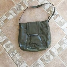 Nine and company green purse like new Forest green Nine and Co purse BUNDLE AND SAVE Nine and co Bags Shoulder Bags