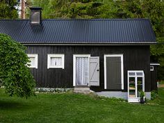 navetta_ennen_muutosta Summer House Garden, Home And Garden, Black Exterior, Interior And Exterior, Swedish Style, Tallit, Outdoor Living, Outdoor Decor, Trendy Home