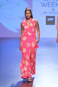 Floral pink jumpsuits this summer, yes please #LFW #LIFW2016 #summerfashion #Frugal2Fab