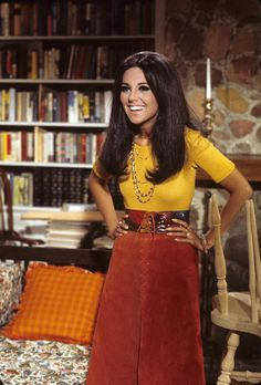 Marlo Thomas Then and Now is part of fashion Design Shoes Red High - Marlo Thomas, now 80 years old, rose to fame in the late as the star of the popular ABC sitcom 'That Girl ' 70s Outfits, Vintage Outfits, Cute Outfits, Fashion Outfits, Fashion Shorts, 60s And 70s Fashion, 70s Inspired Fashion, Retro Fashion, 1960s Fashion Women