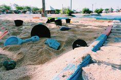 dulu jarang main pasir pantai. pas kesini malah ga mau pulang😂