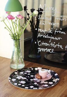 Magnolia Black round tray.