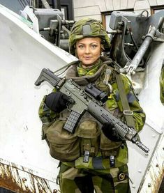 Female Army Soldier, Military Women, Badass, Guns, Soldiers, Special Forces, Weapons Guns, Female Soldier, Revolvers