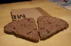 Hübsches Brot! Und Nora hat ihr Rezept für den Kidneybohnen-Rauchaufstrich auch schon gebloggt.  http://voras-vegan-way.blogspot.co.at/2012/11/vegan-wednesday-14-hurra-hurra-die-post.html