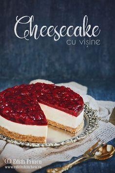 Cheesecake cu visine - racoros si cremos, cu crema de branza, mascarpone, vanilie si un delicios jeleu de visine.