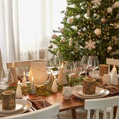 Christmas in the woods, who's in ? #ShopNow -- Click link in profil -- #Galet #Imatra #Naomie #owl #table #plate #glass #dinner #treedecoration #candle #christmas #scandinave #christmastree #decoration #christmas #instadeco #myMDMXmas #mymdm #maisonsdumonde