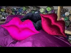 طريقة خياطة مخدة 💋💋الشفاه💋💋--How to sew a lip pad Diy Exploding Box, Fun Crafts, Arts And Crafts, Bed Pillows, Cushions, Bed Covers, Smocking, Decorative Throw Pillows, Bean Bag Chair