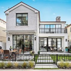 •Covered in steel windows and doors, this home's exterior is truly one to admire!• #brandonarchitects . . . Builder: @pattersoncustomhomes Interior: @brookewagnerdesign Lens: @jkoegel
