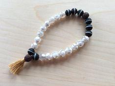 Bracelet d'intention en pierres semi-précieuses et bambou Beaded Bracelets, Jewelry, Fashion, Bamboo, Stones, Jewellery Making, Moda, Pearl Bracelets, Jewelery