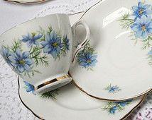 Bastante * amor en la niebla * Colclough té: taza de té azul, platillo y plato…