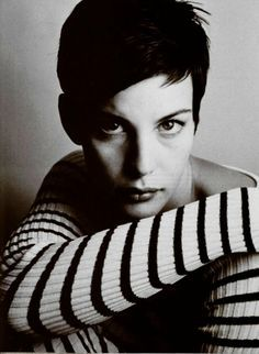 Liv Tyler with pixie cut & stripes Liv Tyler, Steven Tyler, Aerosmith, Pretty People, Beautiful People, Short Hair Cuts, Short Hair Styles, Just Dream, Sarah Michelle Gellar