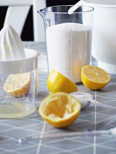 GastroMax measuring cups and citrus press