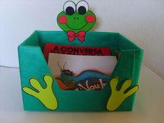 Caixa decorada para guardar livrinhos na mini biblioteca da sala de aula.