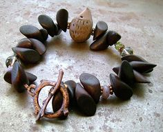 http://jewelrymaking.craftgossip.com/files/2009/01/hedgiebracelet1.jpg