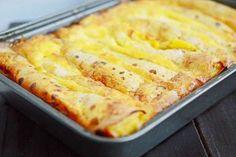 Clatite cu branza la cuptor Finger Food Appetizers, Finger Foods, Appetizer Recipes, Romanian Desserts, Romanian Food, Sweets Recipes, Cookie Recipes, Savory Pancakes, Desert Recipes