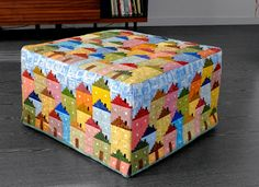 This is fantastic! It looks like Flaven Glover log cabin houses. Small Quilts, Mini Quilts, Baby Quilts, Log Cabin Quilts, House Quilts, Log Cabins, Log Cabin Designs, Diy Craft Projects, Crafts