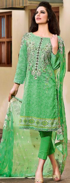As we knew that women's from every age specially young girls love to wear Green dresses as they think that Green dresses Dulhan Dress, Bridal Dresses Online, Lawn Suits, Indian Designer Outfits, Pakistani Outfits, Asian Style, Green Dress, Beautiful Outfits, Casual Wear