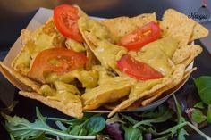 Nachos con queso y tomate del Street Food en Gerona #nachos #patatas #tomate #tomatoes #tomatoe #streetfood #food #street #eat #hungry #foodporn