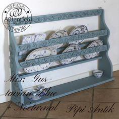 Tallerkenrække i mix af Gustavian Blue og Nocturnal Autentico