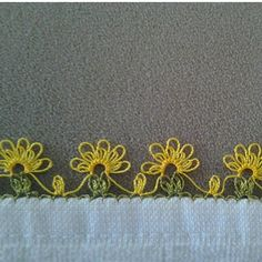 This Pin was discovered by Şöh Needle Tatting, Tatting Lace, Needle Lace, Crochet Borders, Crochet Flower Patterns, Lace Patterns, Crochet Unique, Crochet Lace, Needlepoint Patterns